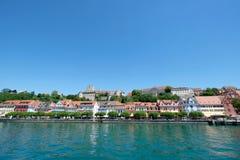 Sikt av lakesidepromenad, gammal tysk stad Meersburg, Tyskland Arkivbild