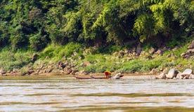 Sikt av landskapet av floden Nam Khan, Luang Prabang, Laos Kopiera utrymme för text Royaltyfri Fotografi