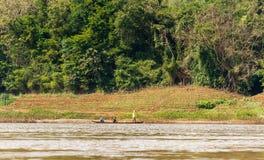 Sikt av landskapet av floden Nam Khan, Luang Prabang, Laos Kopiera utrymme för text Royaltyfria Foton
