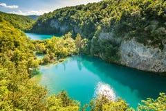 Sikt av landskapet med Plitvice sjöar nationalparken för en sjö, arkivfoton