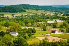 Sikt av lantgårdar och kullar från himmelängdelstatspark, i ruraen arkivbilder