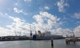 Sikt av lastport i Rotterdam Royaltyfria Foton