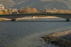 sikt av Lecco från Malgrate arkivbild