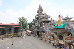 Sikt av Linh Phuoc Pagoda Royaltyfria Foton