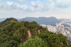 Sikt av Lion Rock och nya Kowloon i Hong Kong Arkivfoto