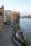 Sikt av London från flodThemsen Royaltyfri Bild