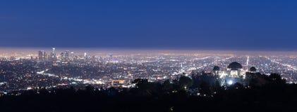Sikt av Los Angeles från Hollywoodet Hills arkivfoto