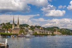 Sikt av Lucerne från sjön Arkivbilder