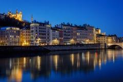 Sikt av Lyon med Saone River på natten Royaltyfri Fotografi