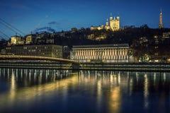 Sikt av Lyon och Saone River på natten Royaltyfri Fotografi