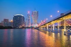 Sikt av Macao stadshorisont på natten Royaltyfria Foton