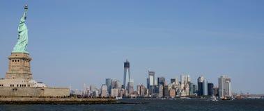 Sikt av Manhattan från nytt - ärmlös tröjasida av Hudson River arkivfoto