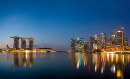 Sikt av Marina Bay sander på soluppgång i Singapore Royaltyfri Foto