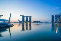 Sikt av Marina Bay sander på soluppgång i Singapore Royaltyfri Fotografi