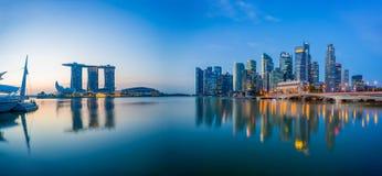 Sikt av Marina Bay sander på soluppgång i Singapore Arkivfoton
