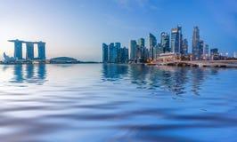 Sikt av Marina Bay sander på soluppgång i Singapore Fotografering för Bildbyråer