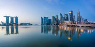 Sikt av Marina Bay sander på soluppgång i Singapore Royaltyfri Bild