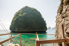 Sikt av Maya Bay, Phi Phi ö, Thailand, Phuket Seascape av det tropiska öKrabi landskapet Royaltyfri Fotografi