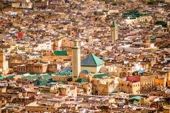 Sikt av medina för gammal silam den i stadens centrum moskén i Fes, Marocko Royaltyfria Foton