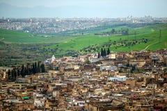 Sikt av medina för gammal silam den i stadens centrum moskén i Fes, Marocko Arkivfoto