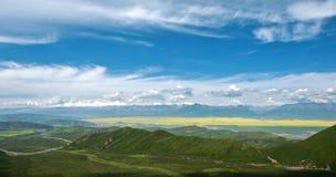 Sikt av Menyuan, Qinghai Royaltyfri Bild