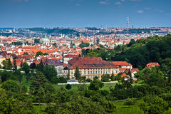 Sikt av mitten av den gammala delen Prague. Royaltyfri Bild