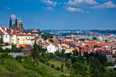 Sikt av mitten av den gammala delen Prague. Arkivbilder