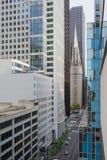 Sikt av mitten Chicago och skyskrapor i i stadens centrum Chicago, Illinois, USA Royaltyfria Bilder