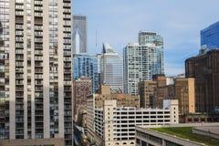 Sikt av mitten Chicago och skyskrapor i i stadens centrum Chicago, Illinois, USA Arkivfoton