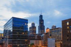 Sikt av mitten Chicago och skyskrapor i i stadens centrum Chicago, Illinois, USA Arkivbild