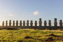 Sikt av 15 moais, Ahu Tongariki, påskö, Chile Arkivbilder