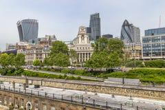 Sikt av moderna London från tornet av London Arkivfoton