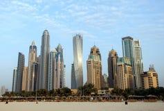 Sikt av moderna skyskrapor i den Dubai marina, Dubai, UAE Arkivfoto