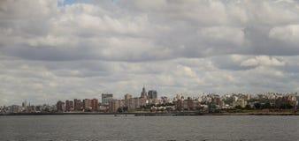 Sikt av Montevideo från den Punta Brava fyren i Uruguay Arkivbild