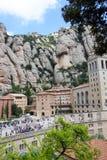 Sikt av Montserrat Monastery och berget Royaltyfri Fotografi