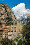 Sikt av Montserrat Monastery och berget Arkivfoto