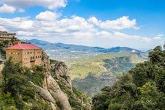 Sikt av Montserrat Monastery och berget Royaltyfria Foton