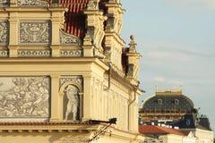 Sikt av monument från floden i Prague Arkivbild