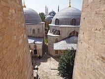 Sikt av moskékupoler från Agiaen Sofia i Istanbul, Turkiet Royaltyfria Foton