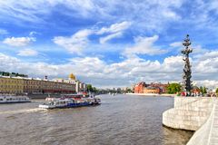 sikt av Moskvafloden från den Crimean invallningen, Moskva, Ryssland Arkivbilder
