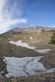 Sikt av Mount Etna på en höjd av 1.800 meter med snöresi Royaltyfri Bild