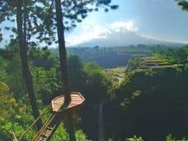 Sikt av Mount Merapi fotografering för bildbyråer