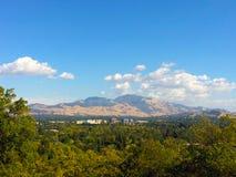 Sikt av Mt Diablo och i stadens centrum Walnut Creek Fotografering för Bildbyråer