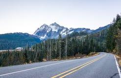 Sikt av mt Shuksan, scenisk sikt i Mt Bagare Snoqualmie National Forest Park, Washington, USA Arkivbild