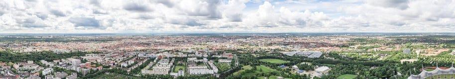 Sikt av Munich från Olympiaturm Arkivfoto