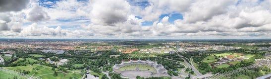 Sikt av Munich från Olympiaturm Arkivbilder