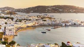 Sikt av Mykonos på solnedgången Cyclades Grekland Royaltyfri Fotografi