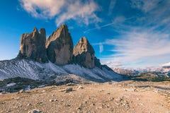 Sikt av nationalparken Tre Cime di Lavaredo, Dolomites, södra Tyrol Läge Auronzo, Italien, Europa molnig dramatisk sky arkivbilder