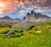 Sikt av nationalparken Tre Cime di Lavaredo Dolomites som är södra fotografering för bildbyråer
