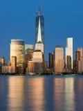 Sikt av natten Manhattan från Hudson River royaltyfria foton